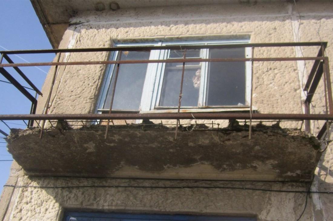 Разрушение балкона вследствие попеременного замораживания и оттаивания