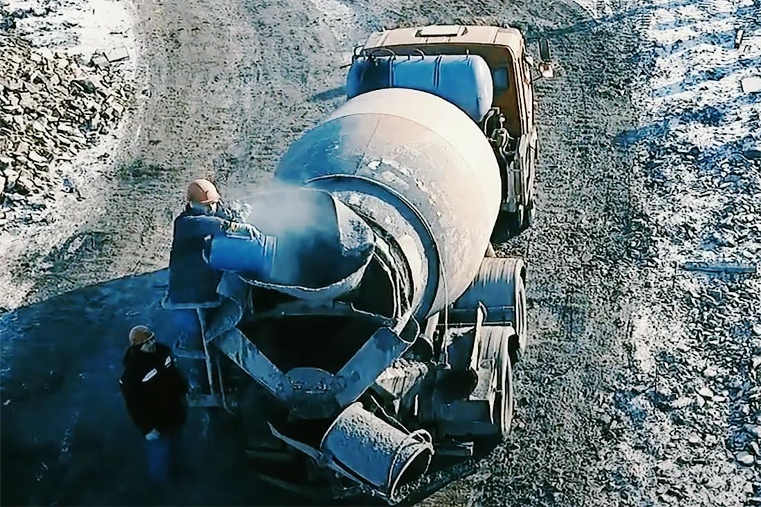 Введение добавки «Пенетрон Адмикс» в автобетоновоз в зимний период